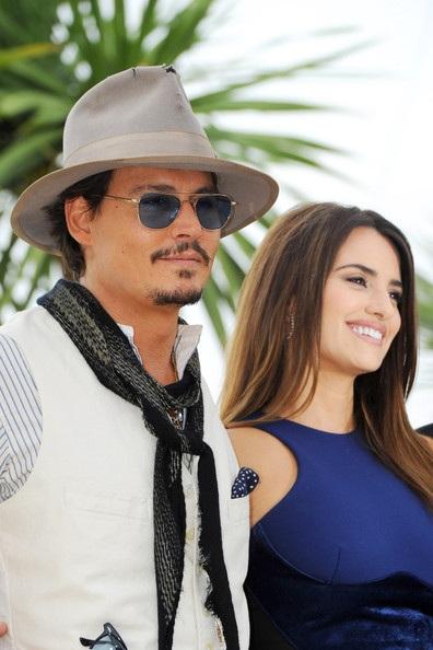Penelope Cruz sánh đôi Johnny Depp tại LHP Cannes - 1