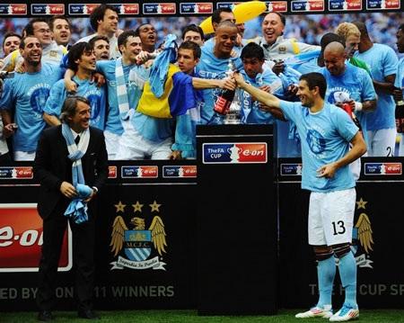 Lễ đăng quang chức vô địch FA hoành tráng của Man City - 10