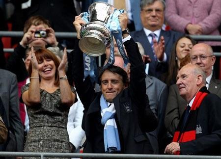 Lễ đăng quang chức vô địch FA hoành tráng của Man City - 6
