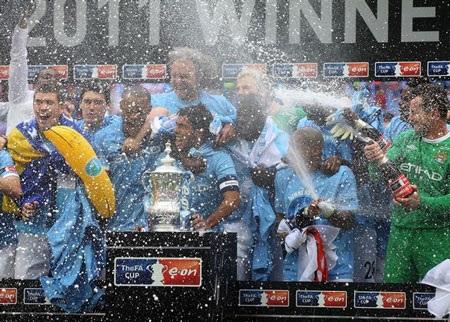 Lễ đăng quang chức vô địch FA hoành tráng của Man City - 9