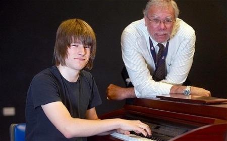 Thần đồng chơi piano không cần đọc nhạc - 1