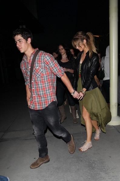 Nick Jonas hẹn hò với đàn chị Delta Goodrem? - 3