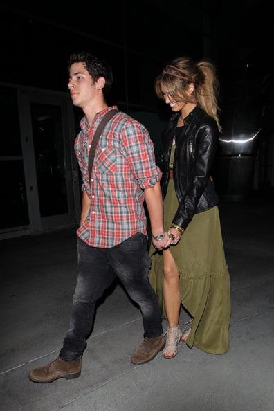 Nick Jonas hẹn hò với đàn chị Delta Goodrem? - 4