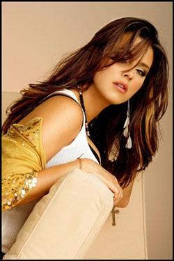 Chân dung cựu Hoa hậu Hoàn vũ từng lên bìa Playboy - 6