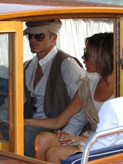 Vợ chồng Beckham đã đến Venice! - 9