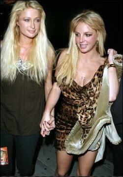 Britney Spear và Paris Hilton ngày càng trở nên thân thiết - 1