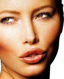 "Jessica Biel: ""Quả bom kế nghiệp"" Angela Jolie? - 1"