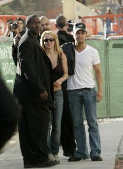 "Kevin ""lật mặt"" với Britney - 3"
