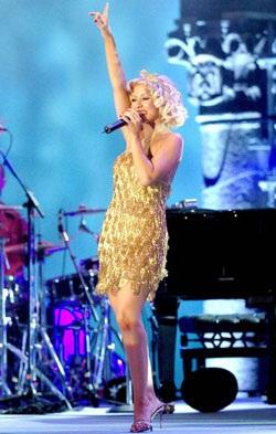 Christina Aguilera: Có còn rực lửa?  - 10