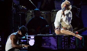 Christina Aguilera: Có còn rực lửa?  - 9