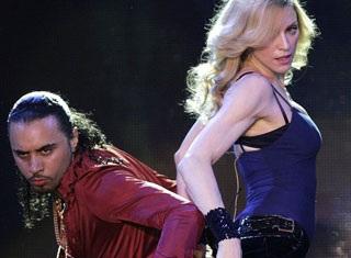 """Madonna """"rực lửa"""" trên sân khấu Coachella - 8"""