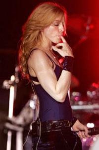 """Madonna """"rực lửa"""" trên sân khấu Coachella - 4"""