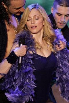"""Madonna """"rực lửa"""" trên sân khấu Coachella - 1"""