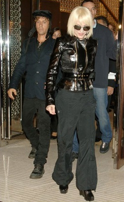 Choáng váng với kiểu đầu mới của Madonna - 1