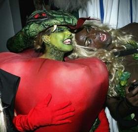 Ngỡ ngàng đêm Halloween... - 1