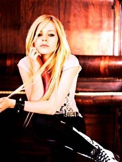 Avril Lavigne: Một ngoại hình hoàn toàn mới  - 15