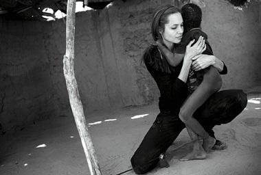 """Angelina Jolie: """"Tôi thực sự bị sốc"""" - 3"""
