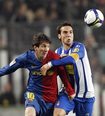 "De la Pena lập ""cú đúp"" nhấn chìm Barcelona - 1"
