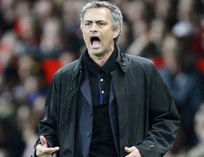"""Mourinho """"đấm"""" CĐV MU? - 1"""