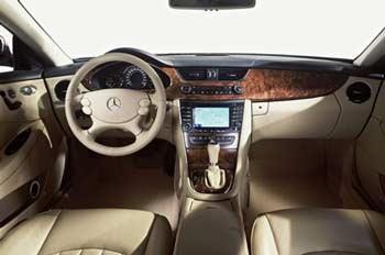 Mercedes-Benz CLS55 AMG: Đối thủ của BMW M5  - 1