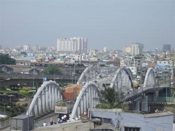 Tài xế bỏ rơ-mooc, cầu Tân Thuận kẹt xe nhiều giờ - 1