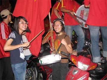 Sài Gòn tưng bừng trong đêm chiến thắng - 2