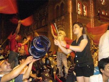 Sài Gòn tưng bừng trong đêm chiến thắng - 3