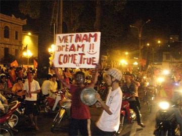 Sài Gòn tưng bừng trong đêm chiến thắng - 4