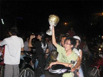Sài Gòn tưng bừng trong đêm chiến thắng - 6