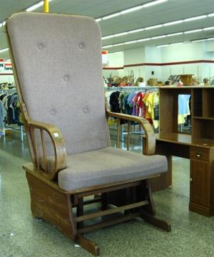 Những chiếc ghế không để... an toạ - 11