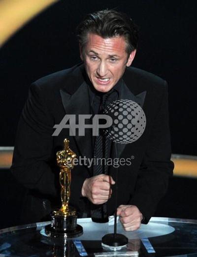 Kate Winslet, Sean Penn, Penelope Cruz, Heath Ledger giành giải Oscar - 3