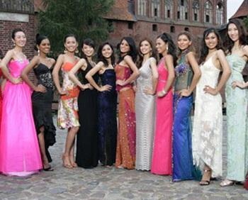 Tấm hình đầu tiên của Mai Phương Thúy tại Miss World - 1