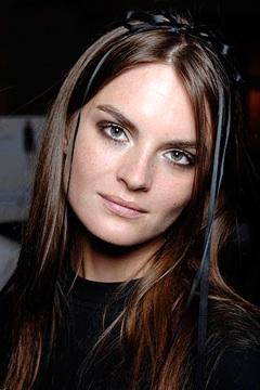 Sành điệu với cách trang điểm của Chanel - 3
