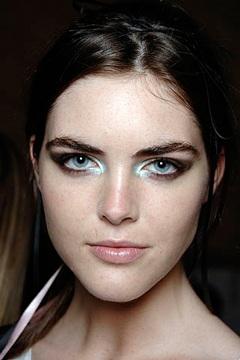 Sành điệu với cách trang điểm của Chanel - 2