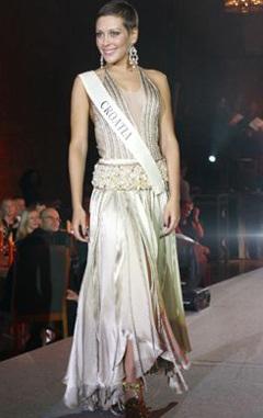 Mai Phương Thuý lọt vào top Hoa hậu có thiết kế lễ phục đẹp nhất - 2