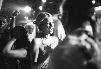 Paris Hilton phủ nhận quan hệ với Travis Barker - 2