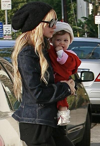 Christina Aguilera khen Nicole Richie là bà mẹ đảm - 2