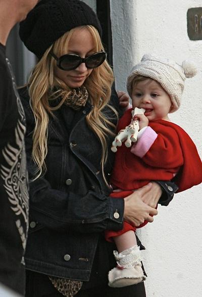 Christina Aguilera khen Nicole Richie là bà mẹ đảm - 4