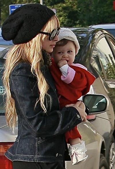 Christina Aguilera khen Nicole Richie là bà mẹ đảm - 3