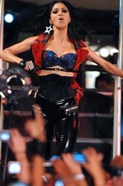 """Xem những màn trình diễn """"rực lửa"""" của Nicole Scherzinger - 6"""