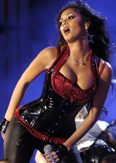 """Xem những màn trình diễn """"rực lửa"""" của Nicole Scherzinger - 15"""