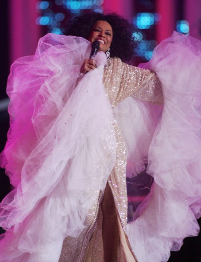Hai chiếc váy kỳ dị của Lily Allen và Diana Ross - 1