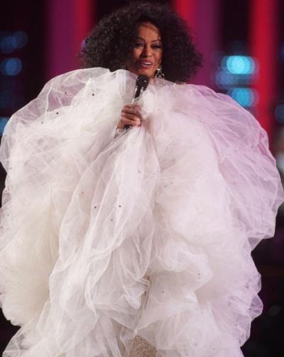 Hai chiếc váy kỳ dị của Lily Allen và Diana Ross - 4