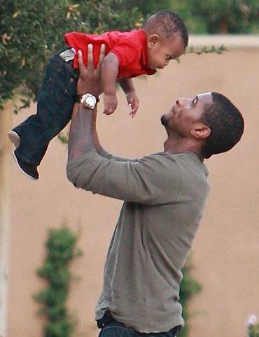 Usher đón con trai thứ hai - 1