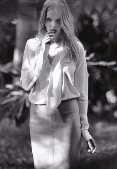 Vogue Pháp ưu ái chân dài Lara Stone - 13