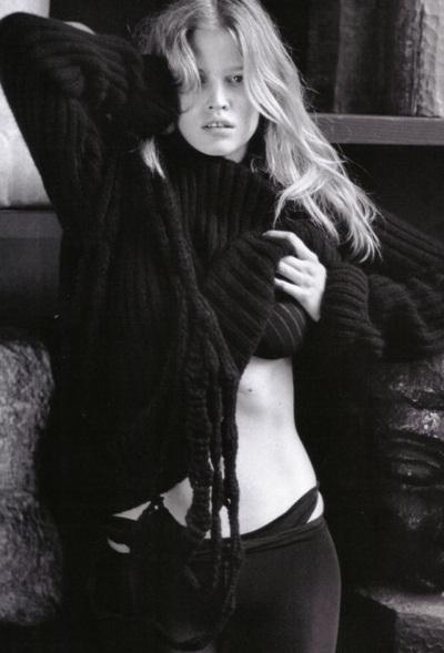 Vogue Pháp ưu ái chân dài Lara Stone - 12