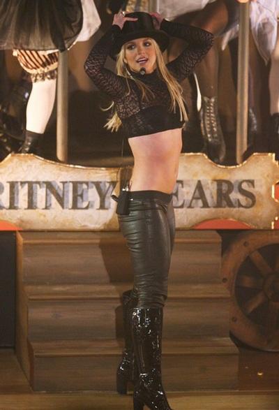 Bố Britney được con gái tăng lương - 1