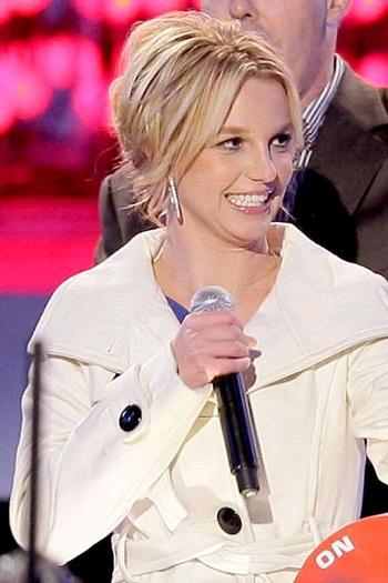 Bố Britney được con gái tăng lương - 3