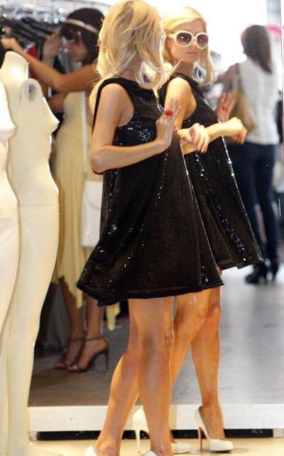 """Paris Hilton: Loanh quanh chuyện """"váy vóc"""" - 2"""
