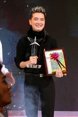 """10 ca sỹ đoạt giải thưởng """"Ngôi sao Bạch Kim"""" lần thứ 2 - 3"""